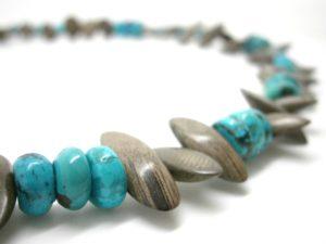 Bijoux pierres et bois