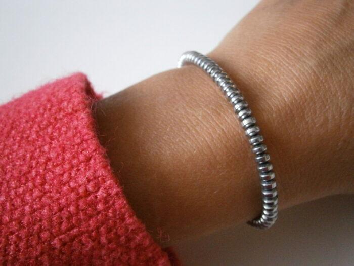 Bracelet fin en pierres d'hématite pour femme et homme